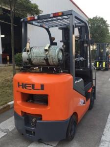 xe nâng xăng gas Heli