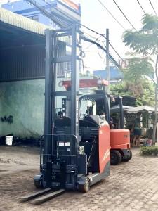 xe nâng điện reach truck đứng lái heli