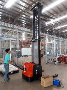 xe nâng điện stacker 2 tấn (heli)