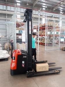 xe nâng điện stacker 2 tấn(heli china)