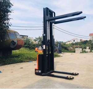 xe nâng điện stcaker 1500kg