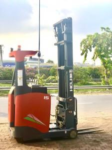 xe nâng điện reach truck đứng lái 1.8 tấn