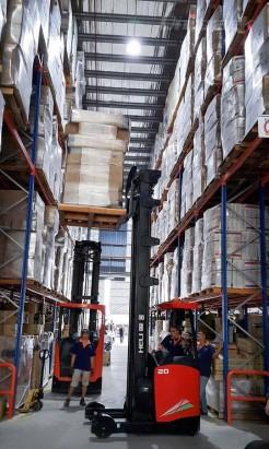 xe nâng điện reach truck 2 tấn