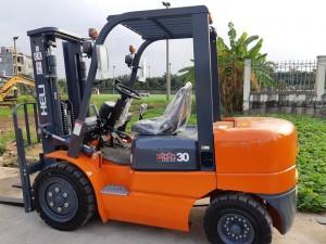 xe nâng dầu 3 tấn H2000