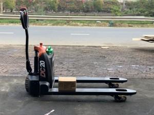 xe nâng tay điện lithium 2 tấn